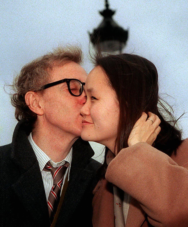 1997年12月24日,伍迪艾倫(Woody Allen)與小他35歲的宋宜(Soon-Yi Previn)結婚。(路透)
