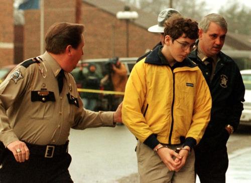 1997年12月1日卡尼爾持槍槍殺同學,造成3死5傷的慘劇。圖為卡尼爾遭警方逮捕。網路照片