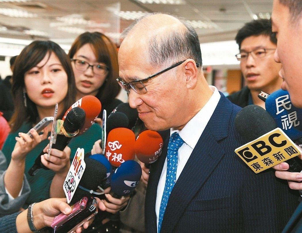 護照出錯事件,台灣外交部長李大維表示,自己也會負起應負的責任。(聯合報記者曾吉松/攝影)