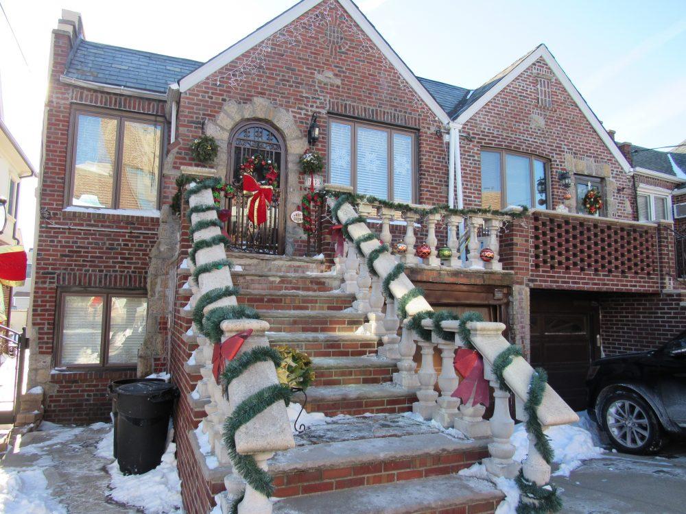 戴克高地住戶在每年聖誕節前都會將屋子掛滿裝飾,多年來已經成為該區傳統,更被評為全美十大欣賞聖誕燈飾景點。(記者顏嘉瑩/攝影)