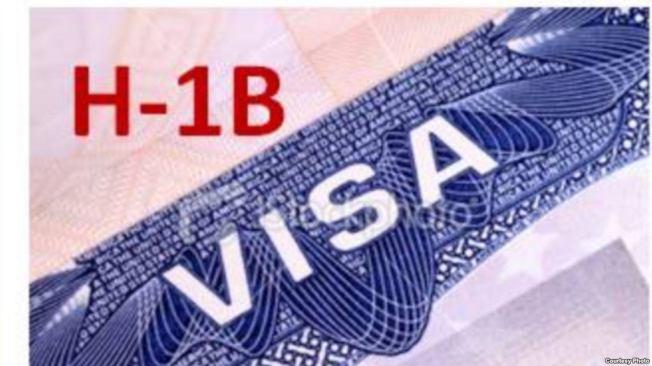 2013年開始,每年H-1B申請數都遠超出上限,所以移民局會以抽籤的方式決定受理哪些人的申請,其餘的申請將被退回;最近三年,大學本科畢業生的中籤率只有不到30%。報系資料照