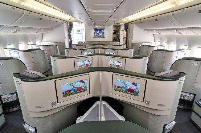 長榮航空機艙內其中一組Hello Kitty豪華設計。