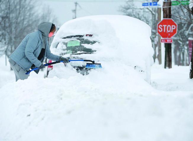 在極地冷氣團侵襲下,美國東北和中西部地區居民在天寒地凍中迎接新年。這波寒流在美國帶動天然氣價格大漲,且可能導致農作物受損、流感疫情提早報到。(美聯社)
