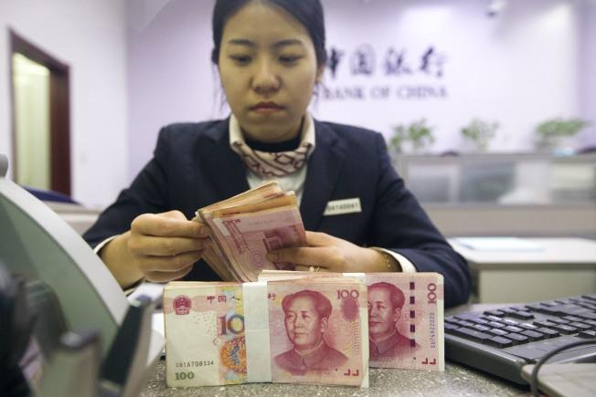 中國官媒估計,今年人民幣兌美元匯率的波動區間約在6.4至7區間。(中新社)