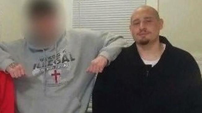 28歲的芬奇(Andrew Thomas Finch)走出門外,被一名警員誤以為在掏槍,遭警擊斃。(家人提供)
