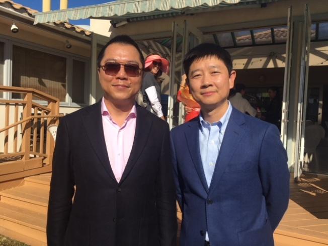 中國駐洛杉磯總領館僑務組長湯長安(右)和僑務領事陳曉毅(左)。(記者楊青/攝影)
