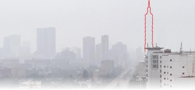 跨年夜空汙嚴重,台北101大樓隱身在霧霾中(紅框處),完全看不見。(記者程宜華╱攝影)