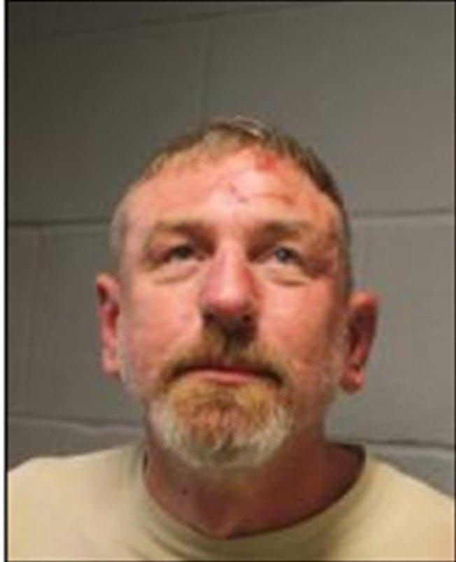 49歲白人嫌犯Russell Ziemba因涉嫌襲擊警員被捕。(休士頓警局提供)