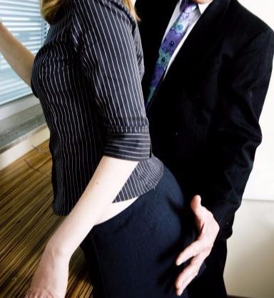 任何職場都不該有輕薄非禮的言行。(Getty Images)