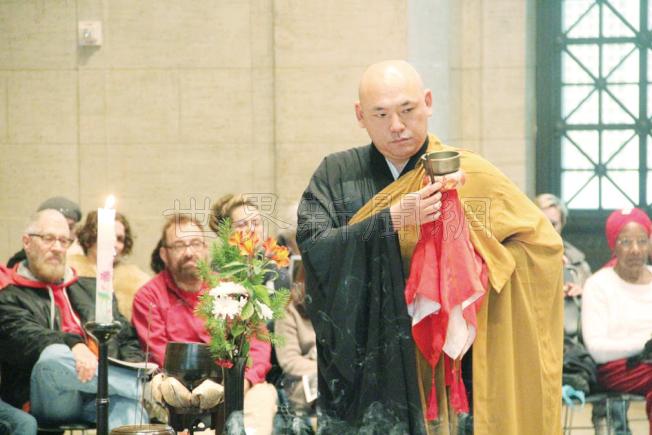 日本僧侶誦經祈福。(記者李晗/攝影)