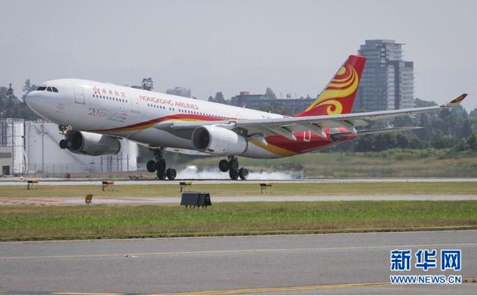 香港航空服務總監簡浩賢接受專訪時指出,「公司上下把抓準點率作為最重要的工作,甚至總裁都要一個一個航班的過問」。(取材自新華網)