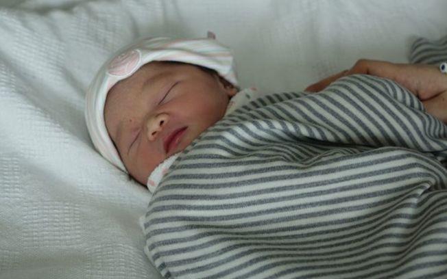 新西蘭港婦Ena Wong誕下全球最早元旦嬰Rex。(取材自Radio New Zealand網站)