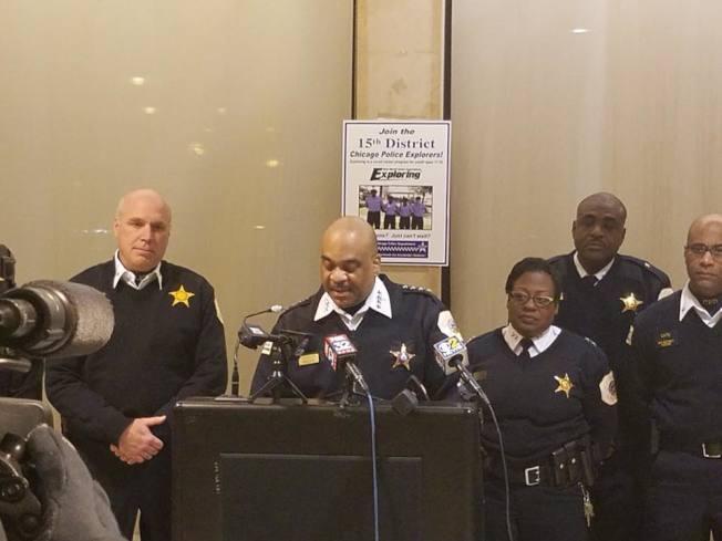 芝加哥警局日前公布年度犯罪報告,2017年全市槍殺案和謀殺案相比2016年均有大幅減少。(取自芝加哥警局臉書)