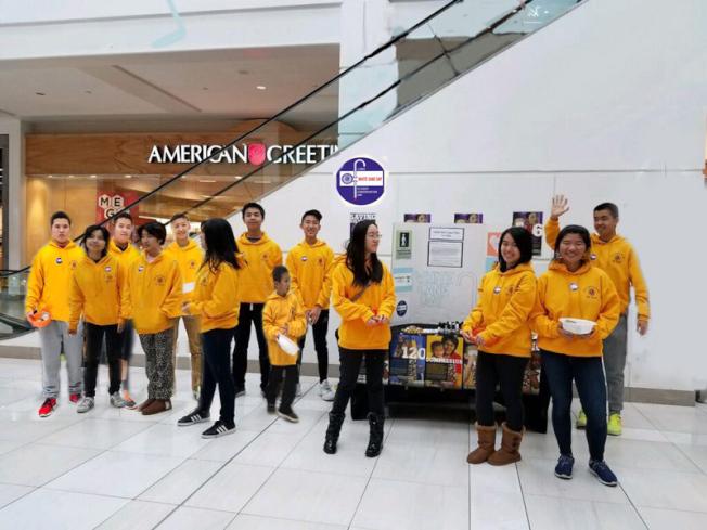 愛市獅會青少獅成員參與白杖日募款活動。(愛市獅會提供)