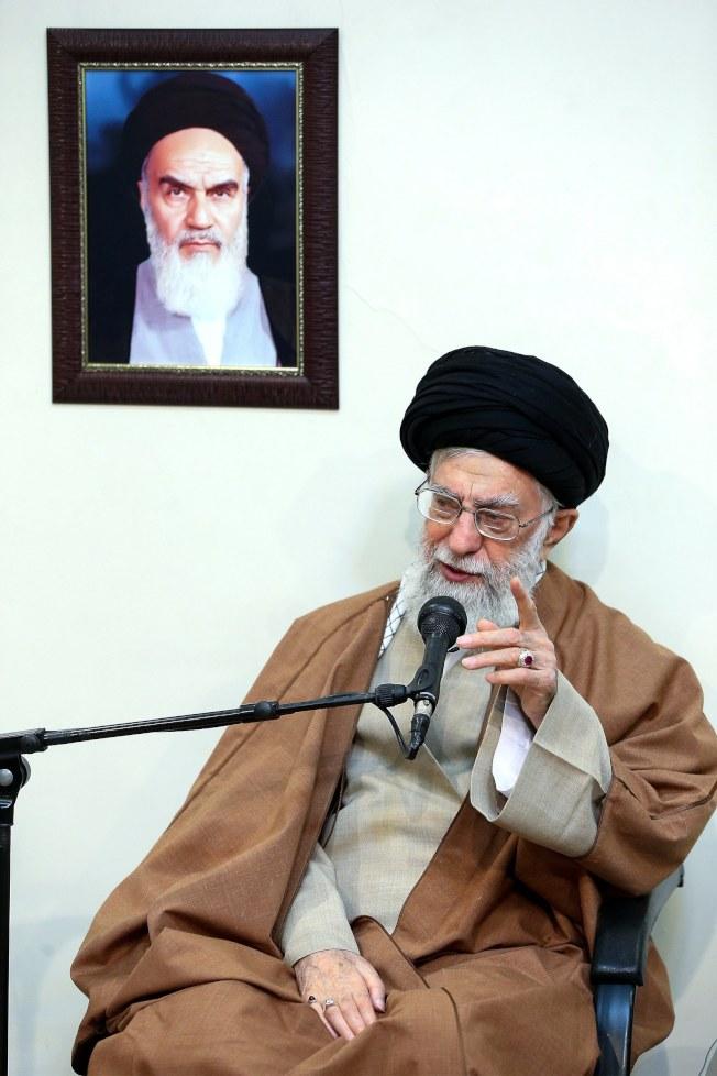 多日未現身的伊朗最高宗教領袖哈米尼2日首度打破沉默,稱伊朗的「敵人」正策畫一場陰謀,企圖滲透並攻擊伊朗政權。 (歐新社)