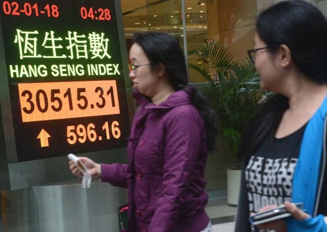 2018年第一個交易日,恆指創十年新高。(中通社)