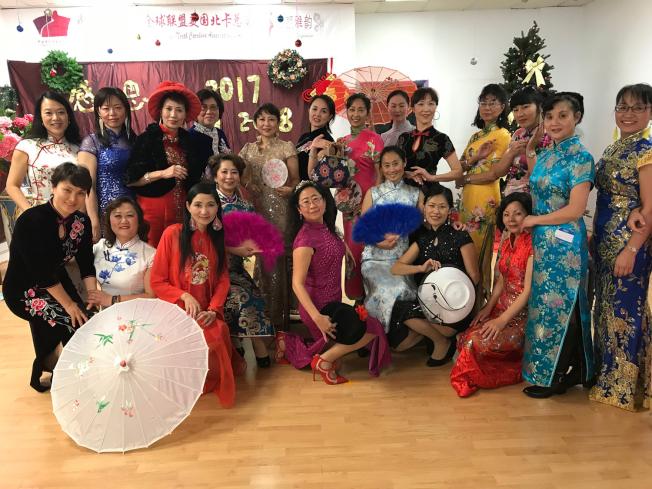 旗袍協會會員互勉要在2018年亮麗、典雅地走向世界。(記者王明心/攝影)