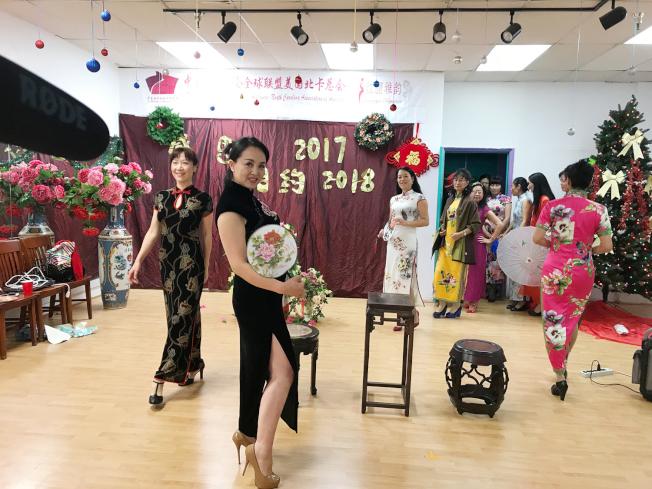旗袍佳麗在走秀中,各展旗袍魅力。(記者王明心/攝影)