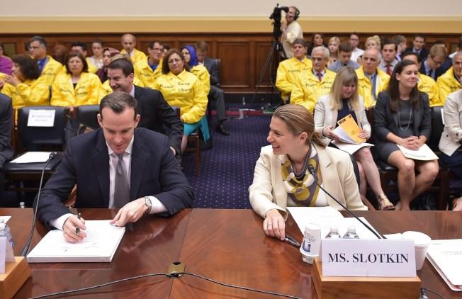 在歐巴馬政府時期擔任國防部代理助理部長艾麗莎‧史羅金(右),計畫參選國會眾議員。(Getty Images)