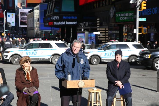 白思豪宣布時報廣場年內安裝永久性路障。(記者洪群超/攝影)
