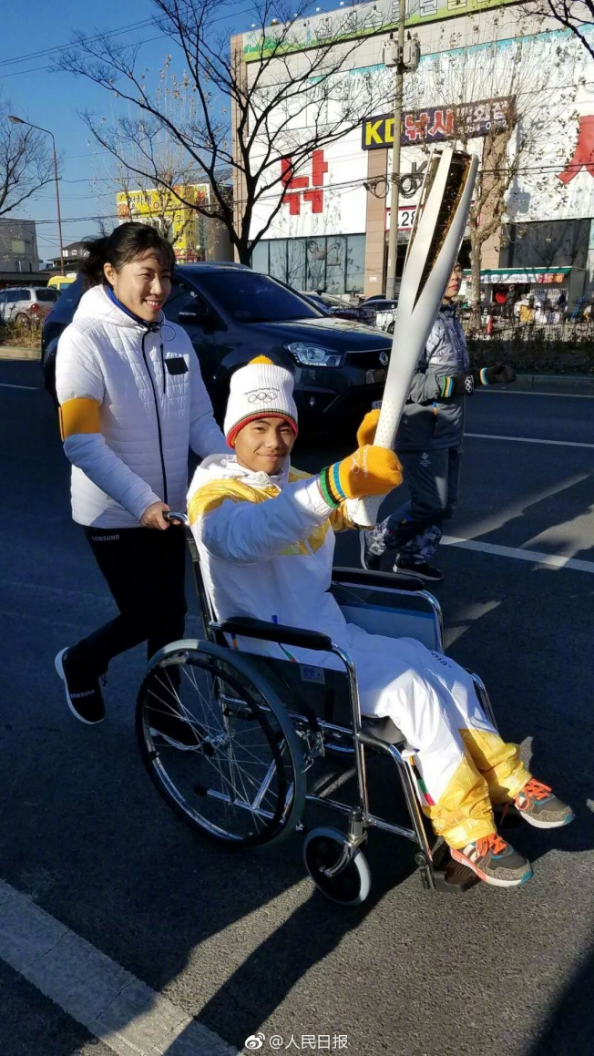 「倒立男孩」顏玉宏擔任平昌冬殘奧會火炬手。(取材自微博)