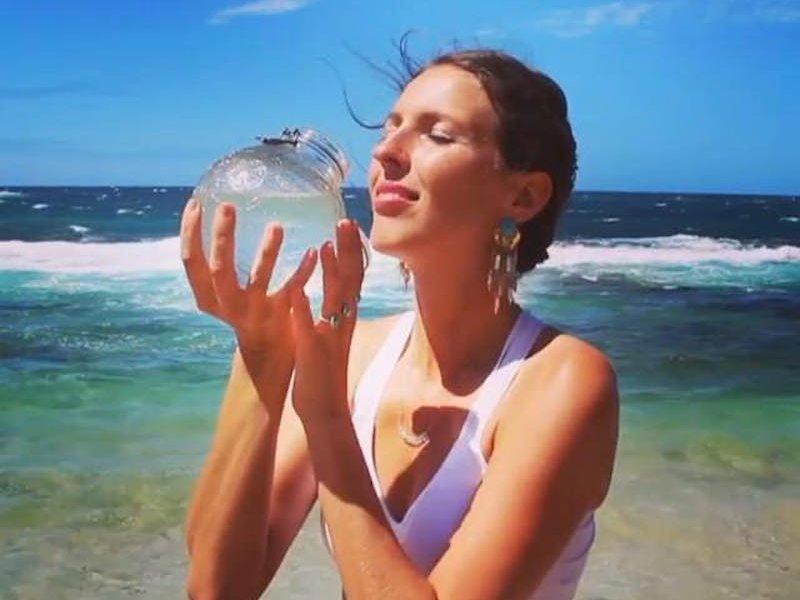 灣區人近來迷上喝價格昂貴的「生水」。(取材自臉書)