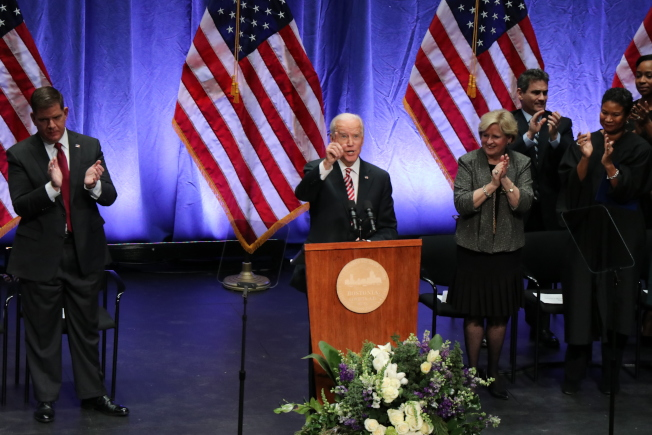 前美國副總統白登主持波士頓市長偉殊和市議員的就職典禮並致辭。(記者劉晨懿之/攝影)