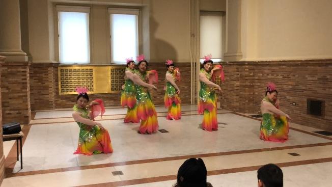 在波士頓第一夜活動上,大波士頓中華文化協會帶來舞蹈表演。(記者劉晨懿之/攝影)