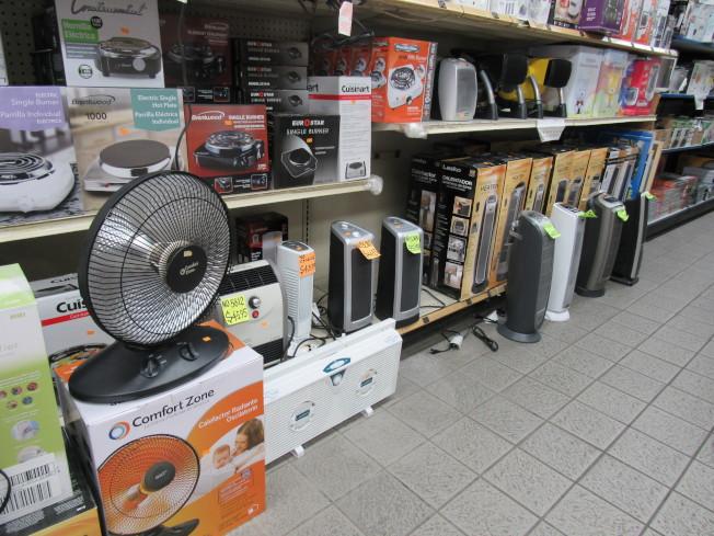 全年有三分之一的居家火災發生在12月至2月間,冷天使用電暖器時應注意安全。(記者顏嘉瑩/攝影)