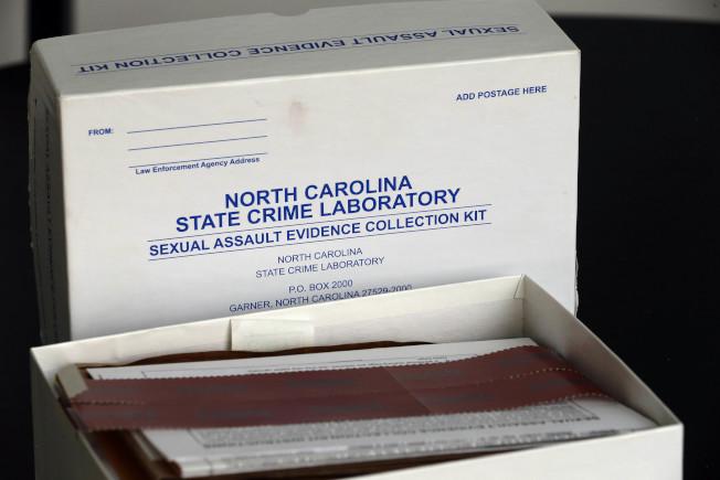 圖為去年12月,北卡羅來納州坎伯蘭郡強暴案危機志願者中心的一個性攻擊證據收集盒。(美聯社)