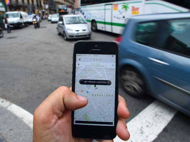 研究顯示,多達四分之一的美國駕駛人口若使用叫車和共乘服務,比擁車更省錢。(Getty Images)