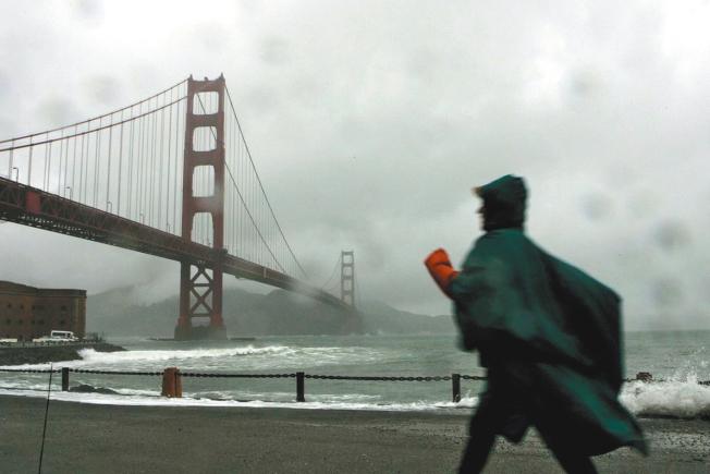灣區8日下大雨,舊金山的降雨量3.15吋,打破了自1872年2.36吋的紀錄。(美聯社)