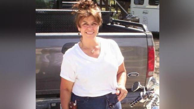 55歲德州婦人拉布蘭克(Jeanette LeBlanc)去年9月前往路州探親時,在當地食用生蠔後,竟不幸遭到弧菌感染,在醫院與病菌奮鬥21日後不治身亡。(KLFY電視台)