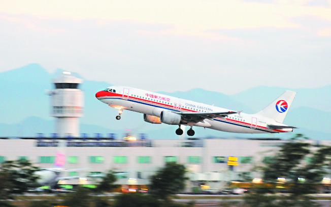 大陸片面開通M503航線,台灣民航局下令航管人員打電話向對岸航管抗議,「每飛一班,就抗議一次」。(本報資料照片)