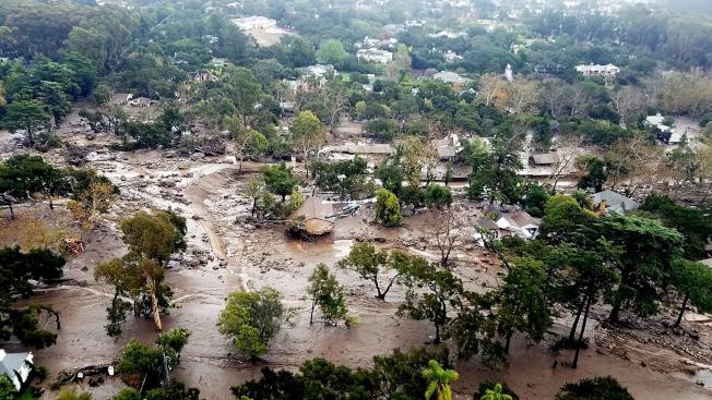 從空中所見蒙特西度土石流災區現況。(美聯社/聖塔芭芭拉縣消防局提供)
