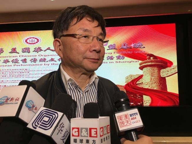 上海電影藝術學院院長、藝術團團長江泊率領上海大學生藝術團來洛杉磯演出。(記者謝雨珊/攝影)