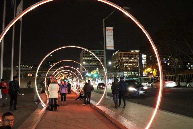 因應民眾熱烈反應,市府裝置藝術延長展期。(記者張毓思/攝影)