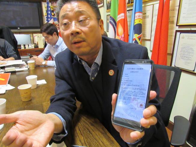 陳善莊表示,最近一周內已經接到30位民眾投訴詐騙電話。(記者顏嘉瑩/攝影)