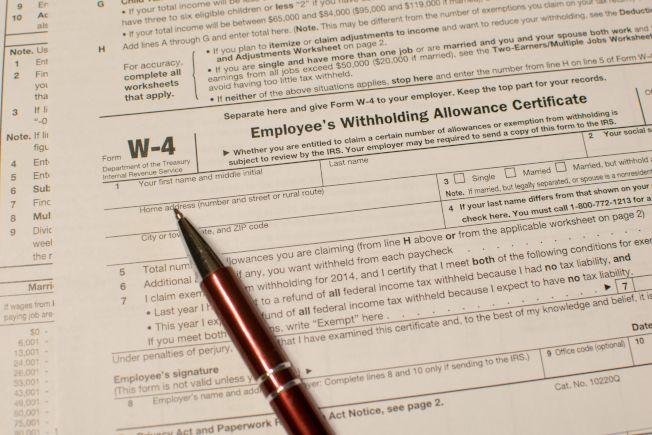 鑑於稅法修改,現在是檢討W-4的好時機,以免明年有意外的大筆稅單要付。(Getty Images)