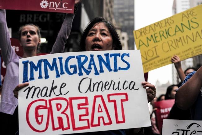 維權團體反嗆川普總統,「移民使美國偉大」。(Getty Images)