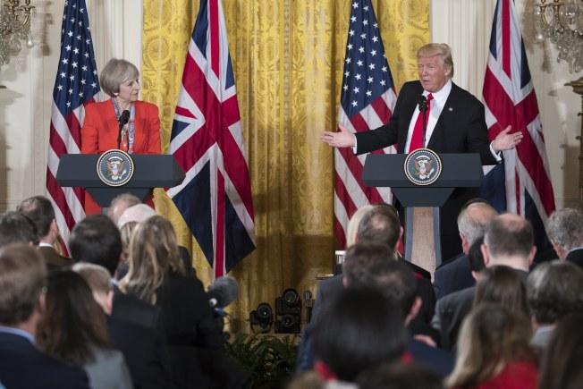 川普總統與英國首相梅伊(左)在白宮舉行聯合記者會。(歐新社)
