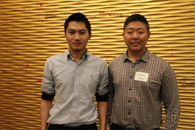 高健壯(右起)與程浩杰還在唸大學,卻自己籌錢拍30多分鐘長度的微電影,在Youtube上已有2萬多人次觀賞。(記者李榮/攝影)