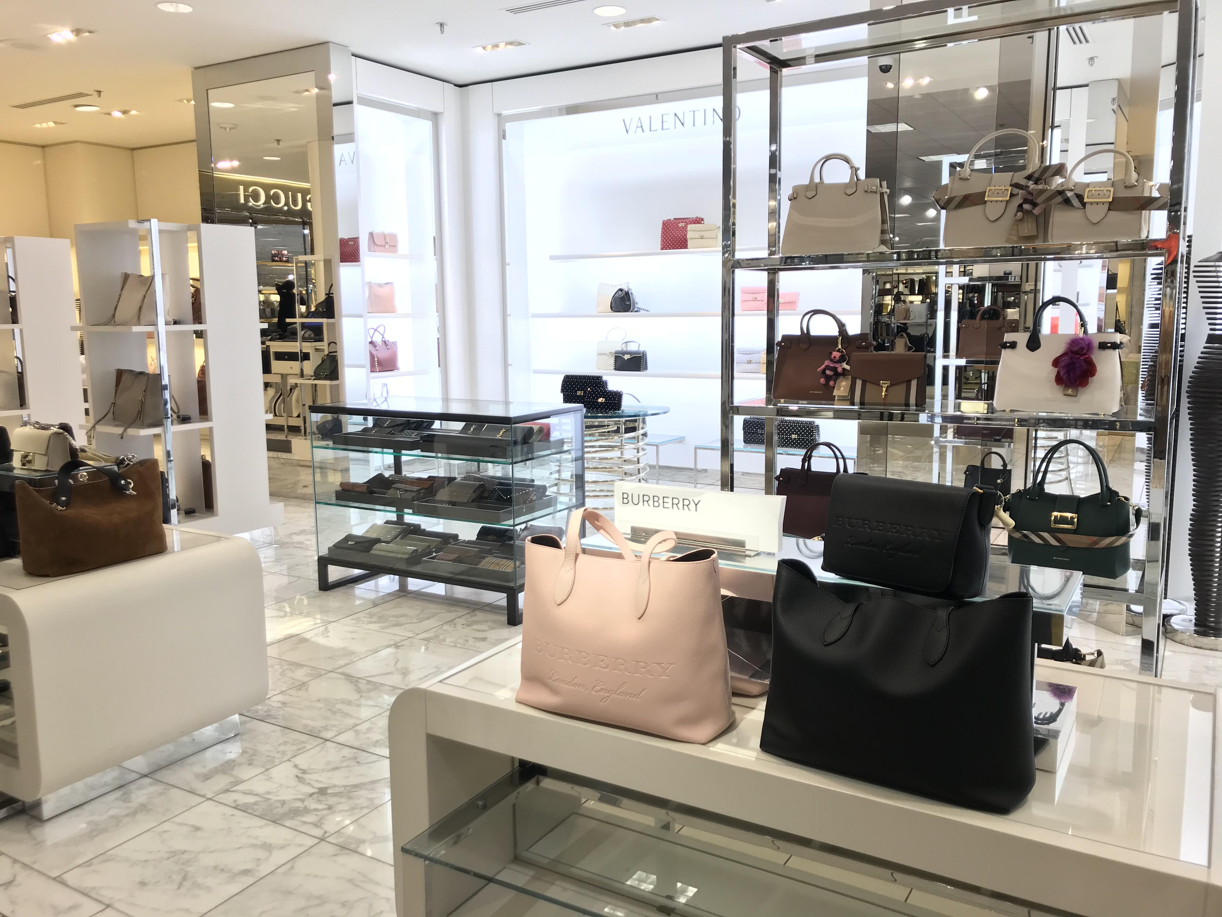 史丹福購物中心的Nordstorm 9日傳出大批名牌包包遭竊,有近50個包包被搶,價值超過10萬元。(記者林亞歆/攝影)