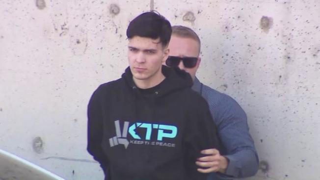 伍華德被警方逮捕。(KTLA電視台)