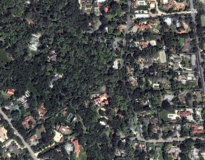 2017年4月8日衛星照片顯示蒙特西度住宅區綠油油一片。(美聯社/數位地球新聞處提供)