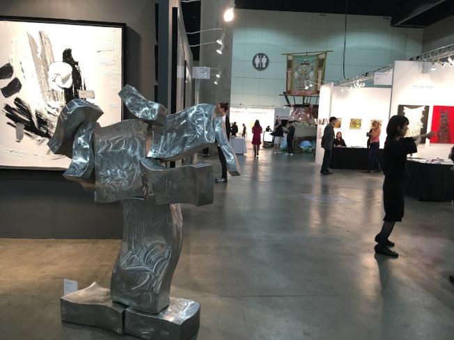 洛杉磯藝術博覽會每年都吸引國際買家、經紀人、策展人、藝文人士等近7萬人參與。(記者謝雨珊/攝影)