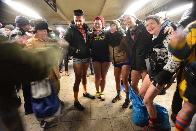 參與者搭乘不同地鐵線,最終在聯合廣場(Union Square)地鐵站內相會。