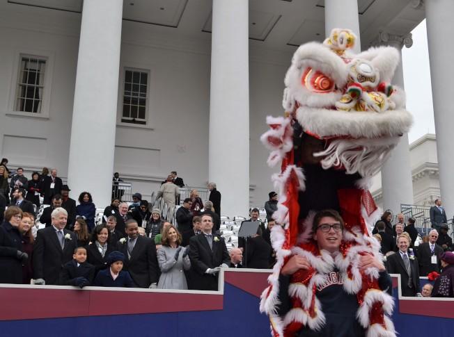 維吉尼亞大學舞獅社吸睛演出。(特派員許惠敏/攝影)