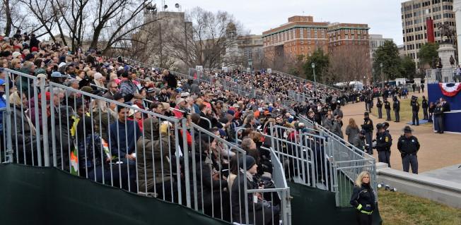 新州長就職典禮雖然天候嚴寒,仍有超過4000州民參加。(特派員許惠敏/攝影)