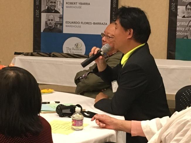 許多民眾在演講後踴躍發問,積極取得更多保健資訊。(記者謝雨珊/攝影)